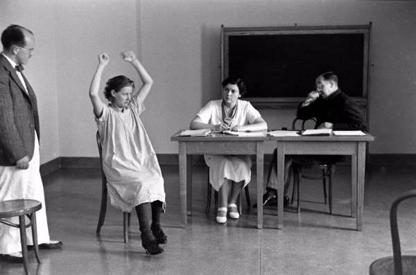Сумашедшая девочка на приеме у психиатра